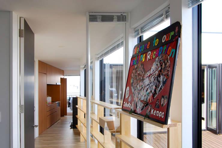 インナーコートのある家: BDA.T / ボーダレスドローが手掛けた廊下 & 玄関です。