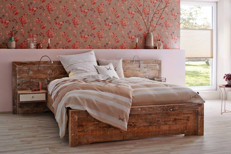 Dormitorios de estilo  por Tischlerei Charakterstück