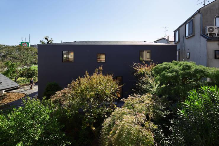 KMA しかくい空: 板元英雄建築設計事務所が手掛けた家です。