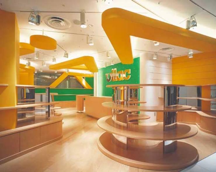 店舗内全景 モダンな商業空間 の Guen BERTHEAU-SUZUKI Co.,Ltd. モダン