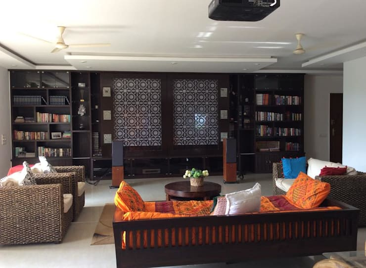 4BHK Home Interior End to End Turnkey Project @ Whitefield Bangalore:  Living room by Dream Designers