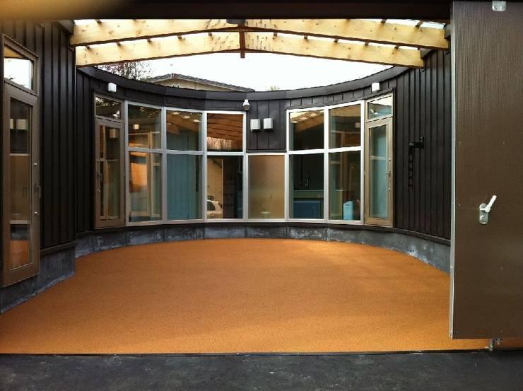 hime-House: さとう建築デザイン室が手掛けたガレージです。