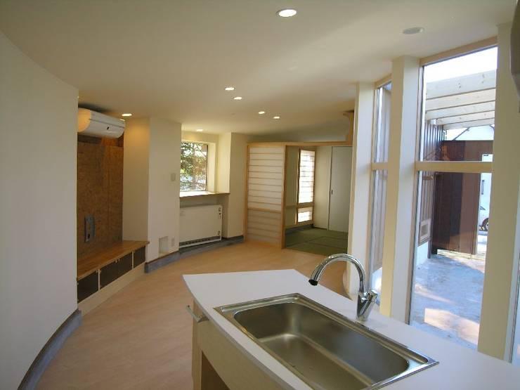 hime-House: さとう建築デザイン室が手掛けたリビングです。