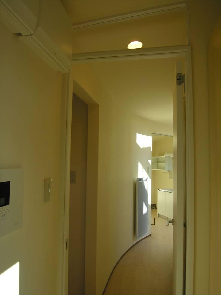 hime-House: さとう建築デザイン室が手掛けた廊下 & 玄関です。