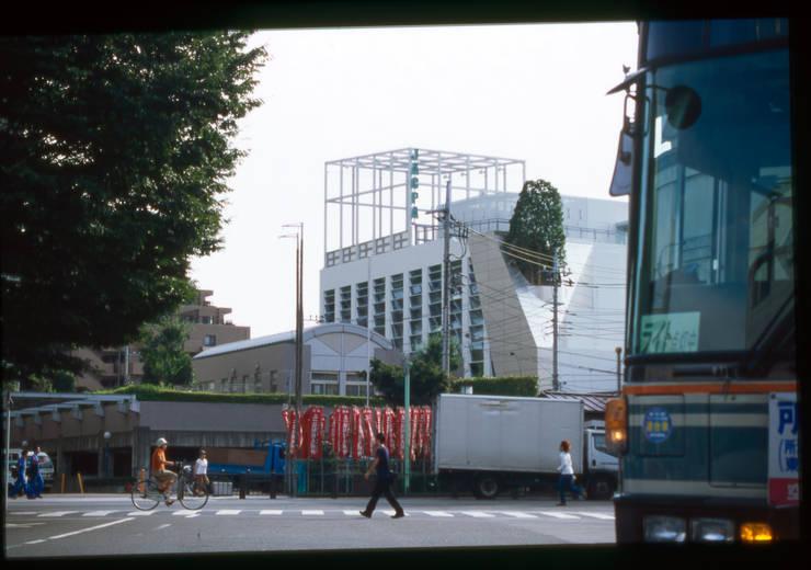 駅から見る外観: Guen BERTHEAU-SUZUKI  Co.,Ltd.が手掛けたオフィスビルです。,