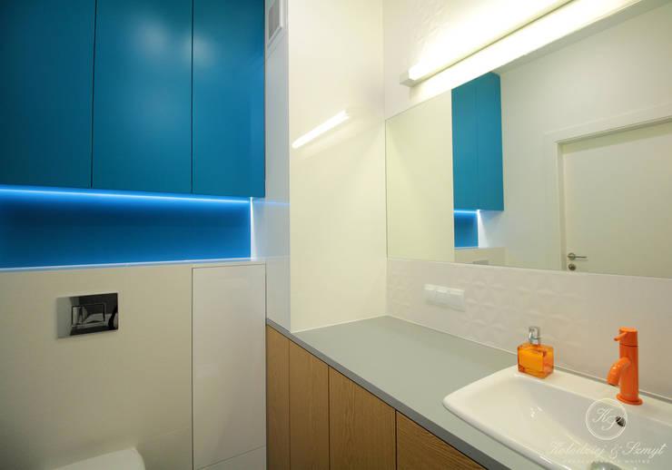 OAK: styl , w kategorii Łazienka zaprojektowany przez Kołodziej & Szmyt Projektowanie wnętrz