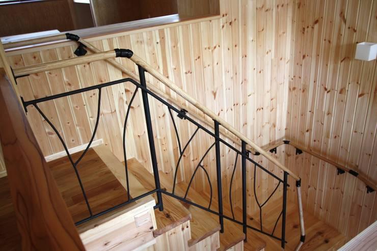 アイアン手摺: 竹内村上ATELIERが手掛けた廊下 & 玄関です。,
