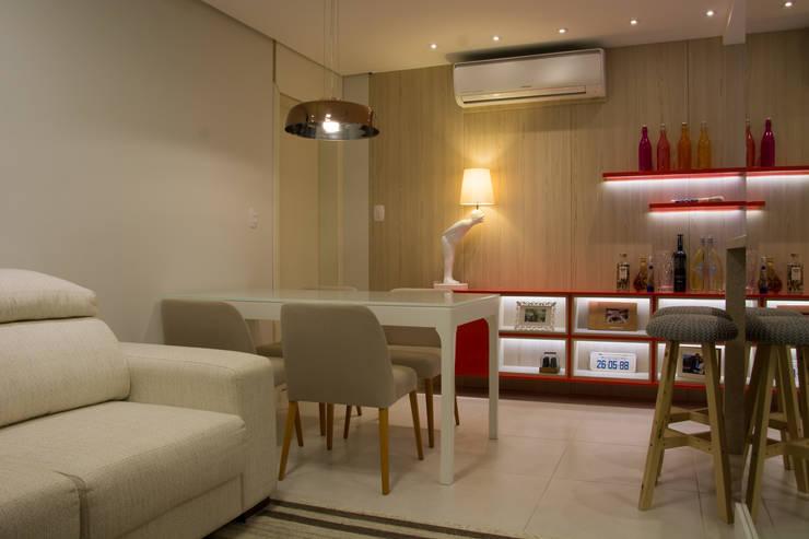 Pequenos espaços para refeições: Salas de jantar  por ARQ Ana Lore Burliga Miranda