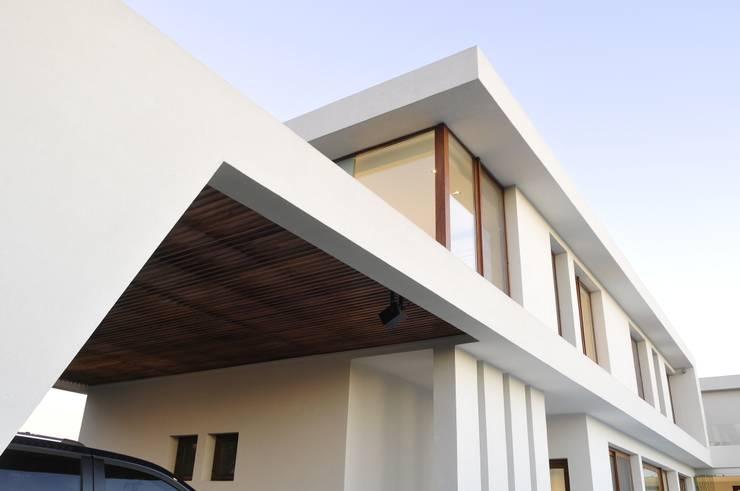 Walls by Ramirez Arquitectura
