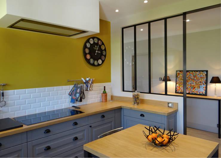 Kitchen by UN AMOUR DE MAISON