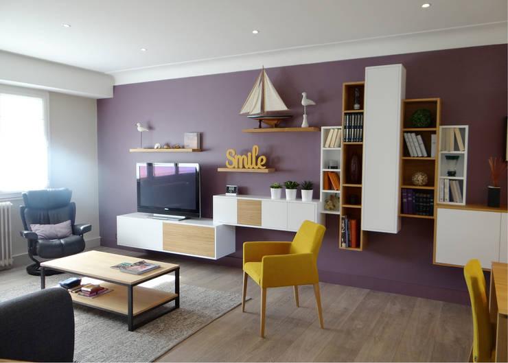 Salas de estilo  por UN AMOUR DE MAISON