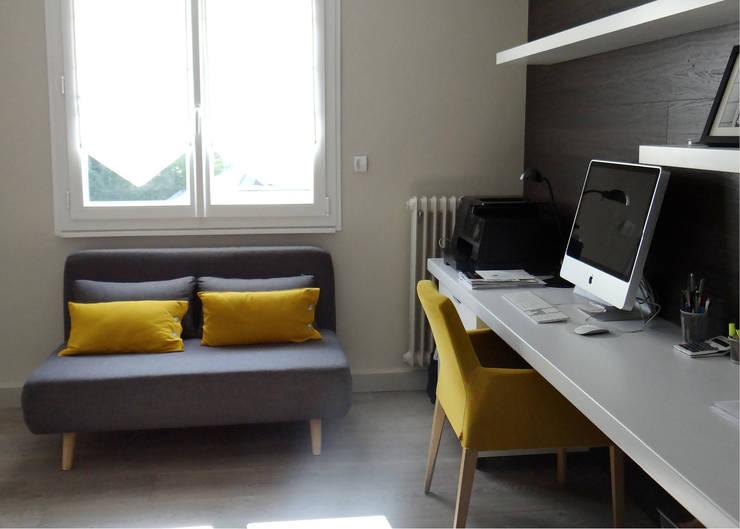 Estudios y despachos de estilo  por UN AMOUR DE MAISON