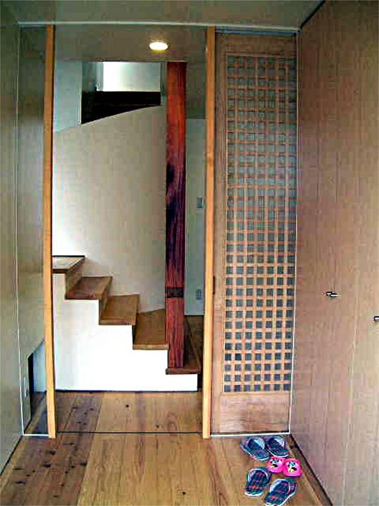 風除室: 渡邉意匠が手掛けた廊下 & 玄関です。