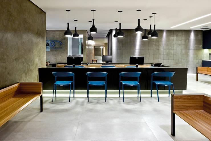 Recepção : Hospitais  por SAINZ arquitetura,Moderno