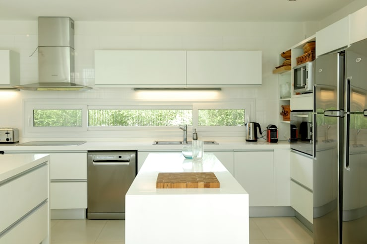 Kitchen by Ramirez Arquitectura