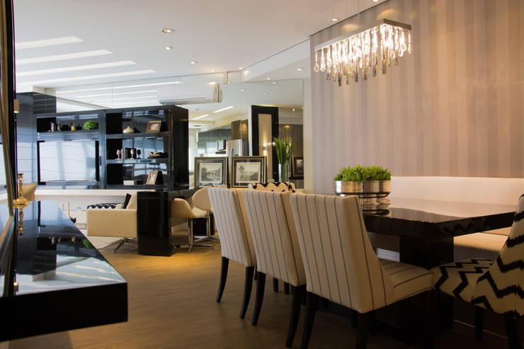 Projeto com toques masculinos para um jovem solteiro: Salas de jantar  por marli lima designer de interiores