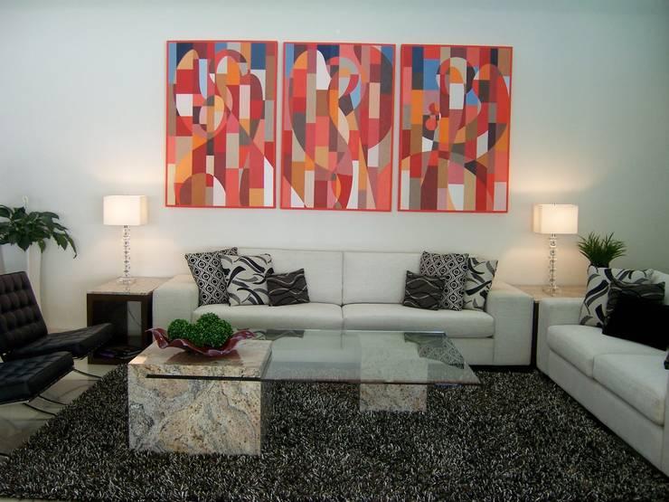 Sala: Salas de estilo  por VICTORIA PLASENCIA INTERIORISMO