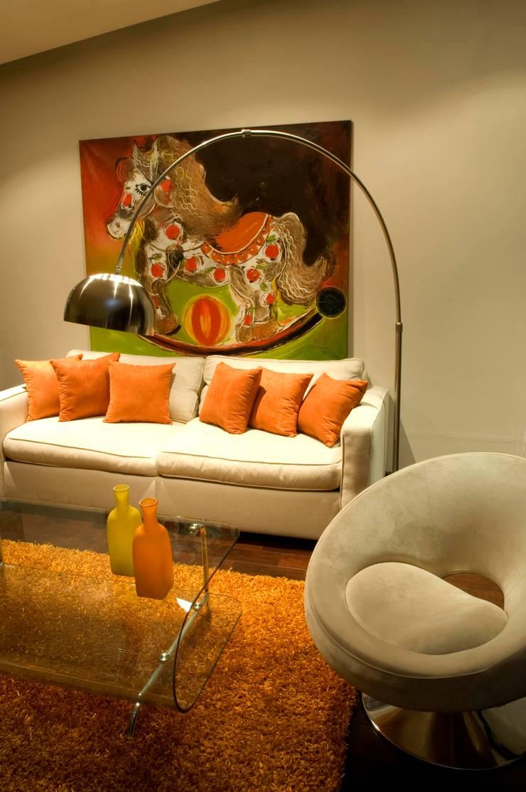 Sala de TV: Salas de estilo  por VICTORIA PLASENCIA INTERIORISMO