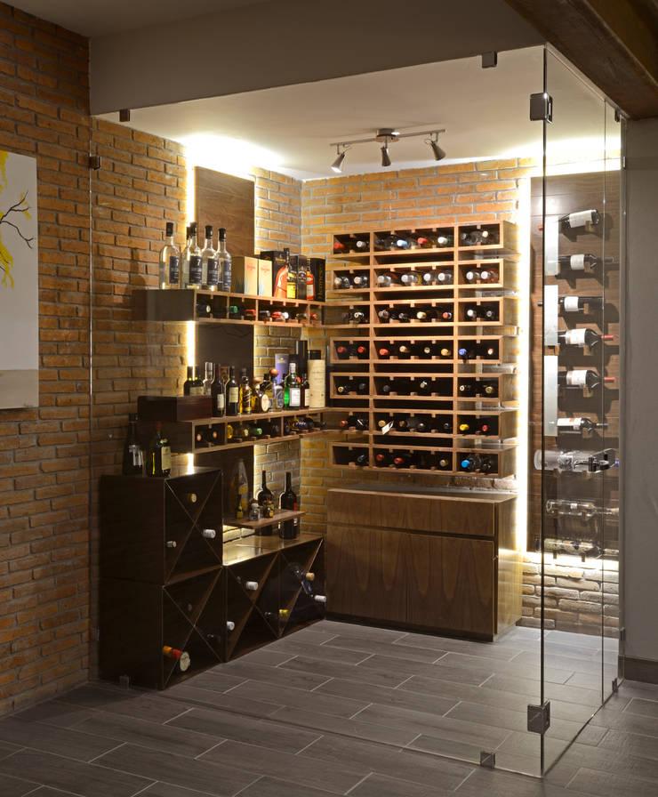 Cava de Bar: Paisajismo de interiores de estilo  por VICTORIA PLASENCIA INTERIORISMO