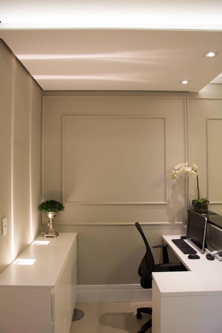 Consultório Médico:   por marli lima designer de interiores,Clássico