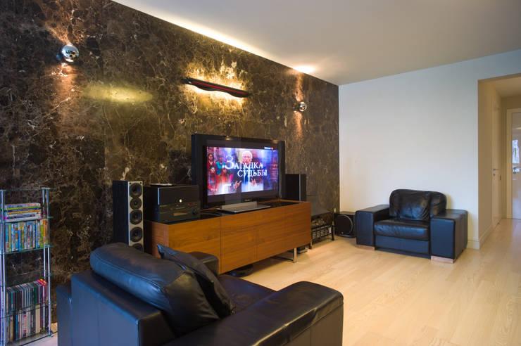 Мраморная квартира в Москве: Гостиная в . Автор – Ал