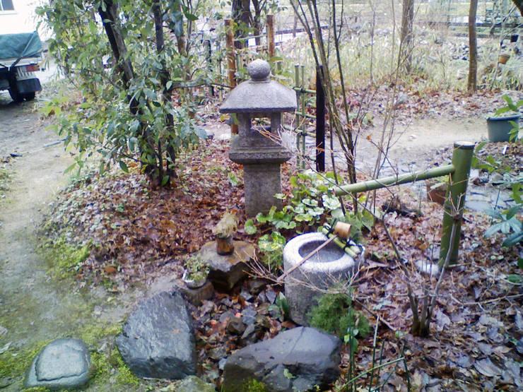 蹲踞周りの扱い: 庭 遊庵が手掛けた庭です。,