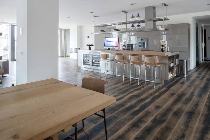 Paredes de estilo  por Dennebos Flooring BV