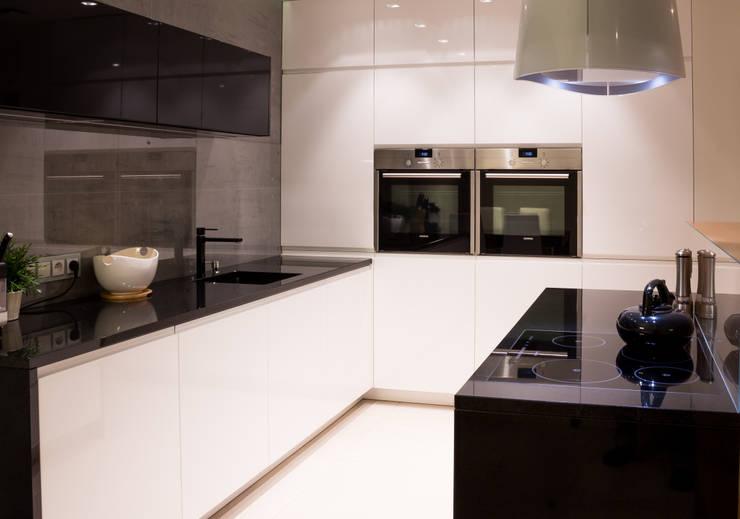 Realizacja wnętrz mieszkania  w Tychach: styl , w kategorii Kuchnia zaprojektowany przez Architekt Adam Wawoczny