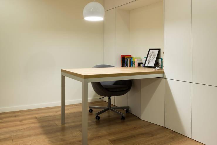 Realizacja wnętrz mieszkania  w Tychach: styl , w kategorii Domowe biuro i gabinet zaprojektowany przez Architekt Adam Wawoczny