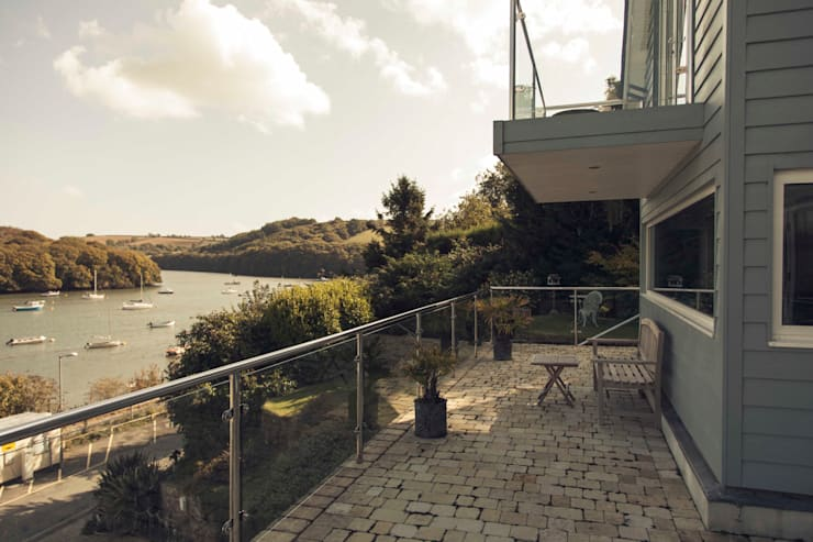 Driftwood House, Golant:  Terrace by Laurence Associates