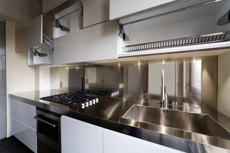 Cucina: Cucina in stile in stile Moderno di Arredamenti Caneschi srl