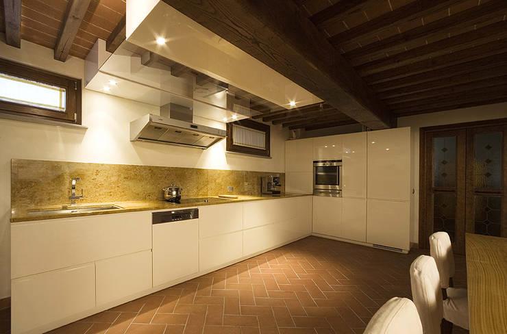 modern Kitchen by Arredamenti Caneschi srl