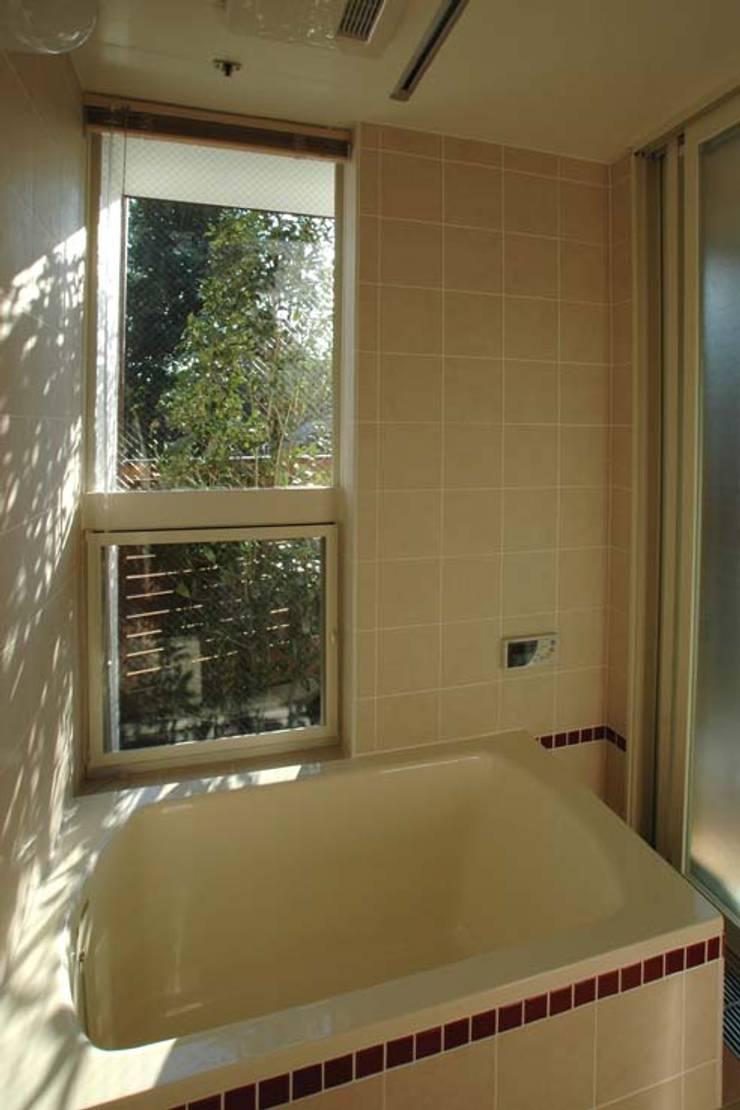 Classic style bathroom by 深澤設計 Classic