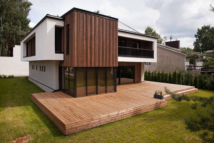 Suburban House: Дома в . Автор – Heut Architects,