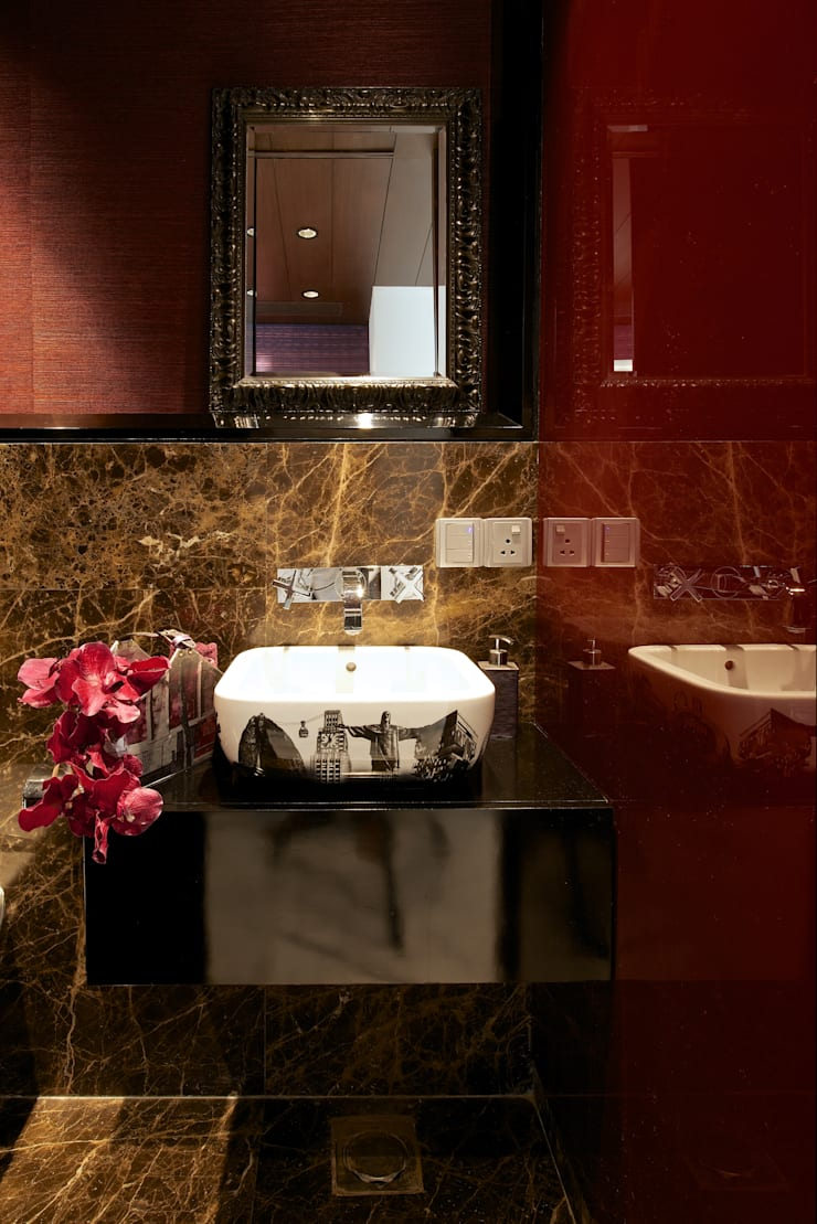 SM Apartment :  Bathroom by KdnD Studio LLP