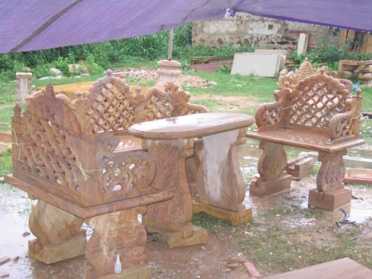 Outdoor Bench & Table:  Garden  by Vinod Murti Museum