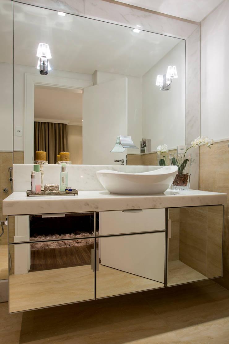 Banheiro: Banheiros  por Priscila Koch Arquitetura + Interiores,