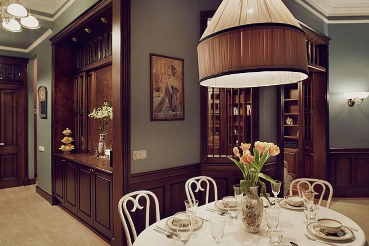 Квартира для ценителей петербургского стиля: Столовые комнаты в . Автор – Студия братьев Жилиных