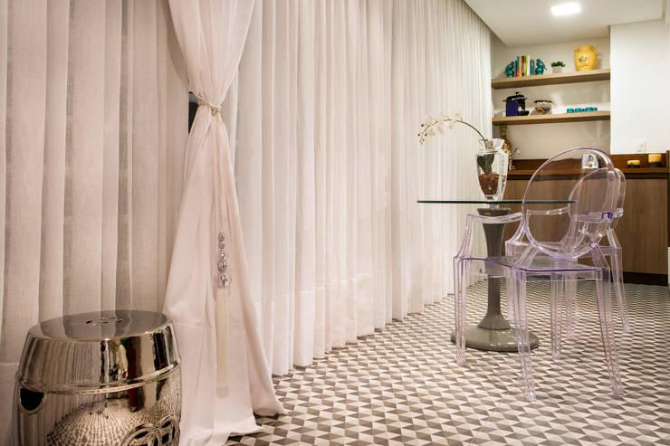 Varanda: Terraços  por Priscila Koch Arquitetura + Interiores,