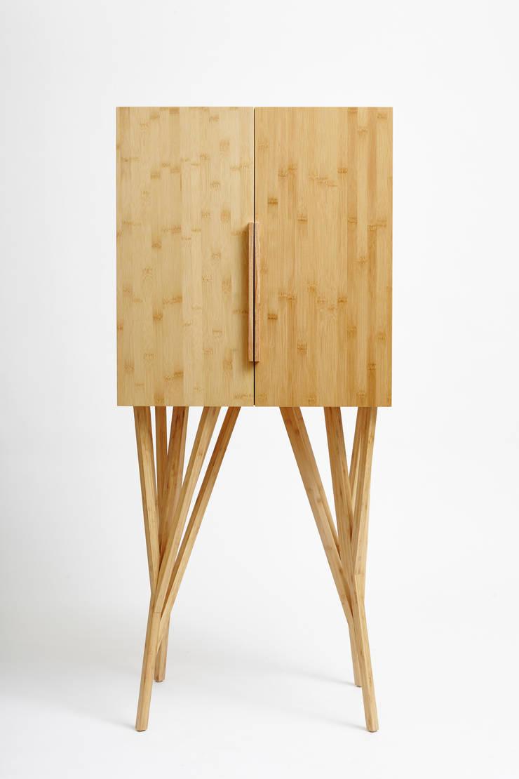 ห้องนั่งเล่น โดย Estúdio Paulo Alves,