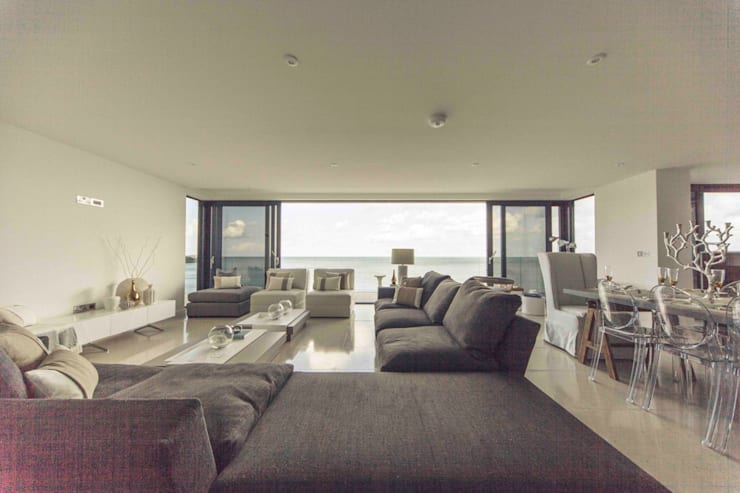 The Beach House, Carbis Bay:  Living room by Laurence Associates