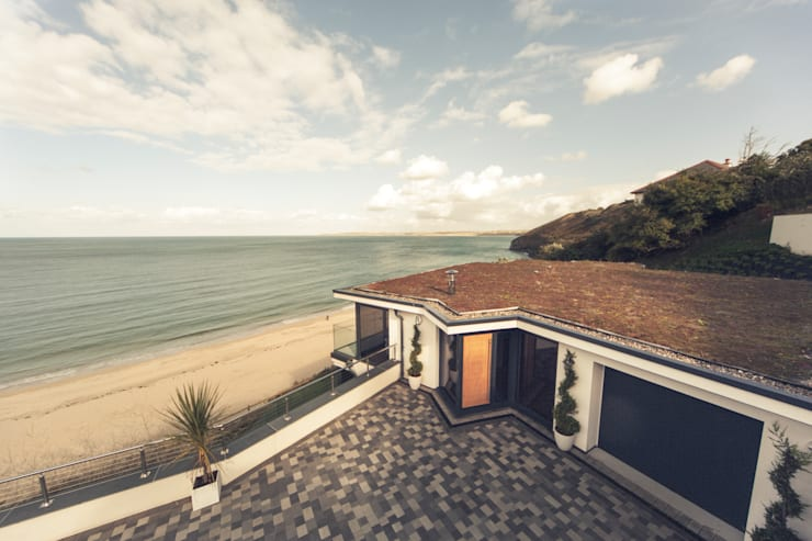 The Beach House, Carbis Bay: modern Houses by Laurence Associates