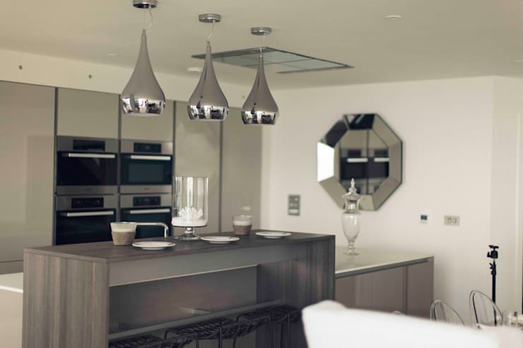 The Beach House, Carbis Bay: modern Kitchen by Laurence Associates