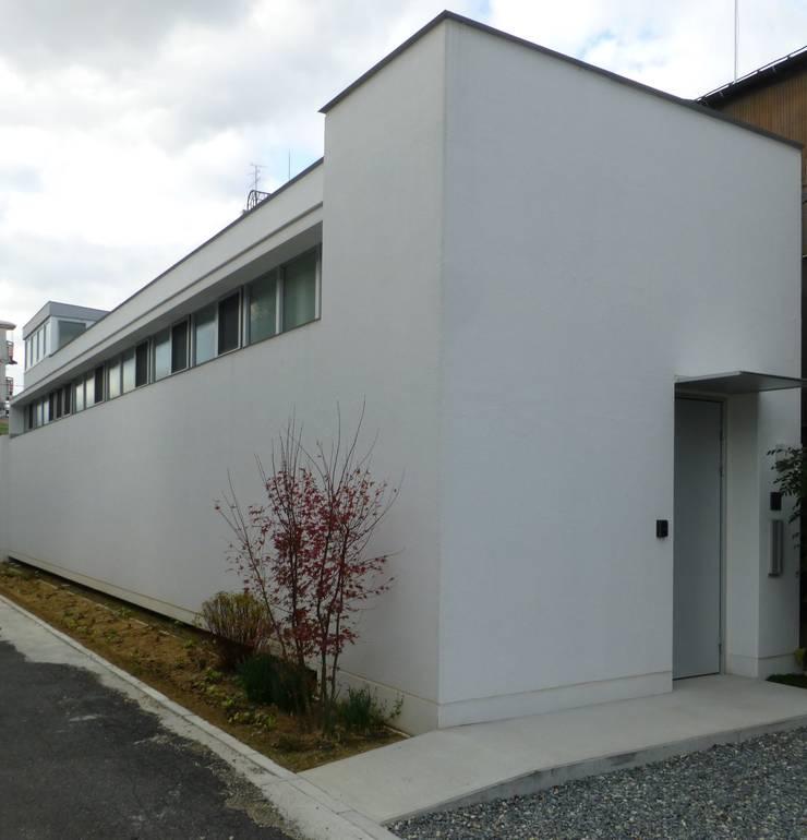 南魚屋町の家 モダンな 家 の 簑原建築設計事務所 モダン 木 木目調