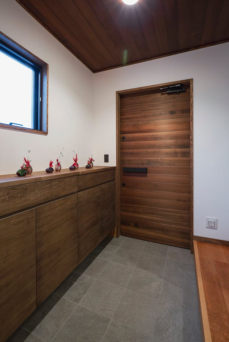 藤井下組の家: 空間設計室/kukanarchiが手掛けた廊下 & 玄関です。
