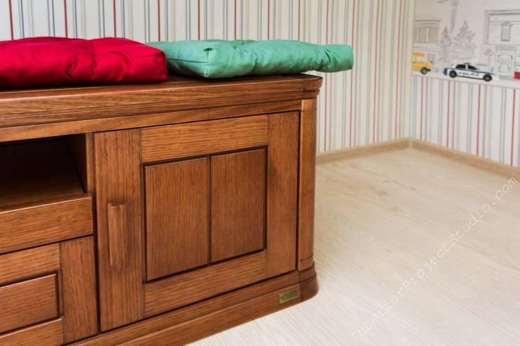 Фрагмент мебели в детской комнате. Шкафчики напольные для сидения.: Детская комната в . Автор – Аврора - частный дизайнер интерьера (ИП)