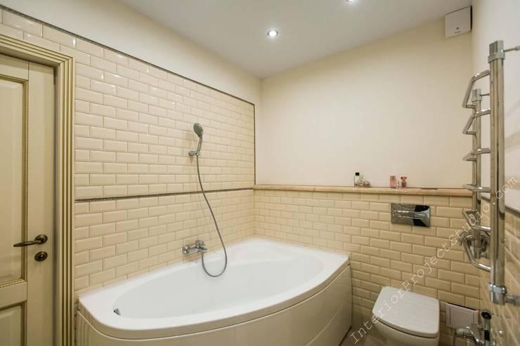 Ванная комната при спальне девочки-подростка. Вид на ванну.:  в . Автор – Аврора - частный дизайнер интерьера (ИП)