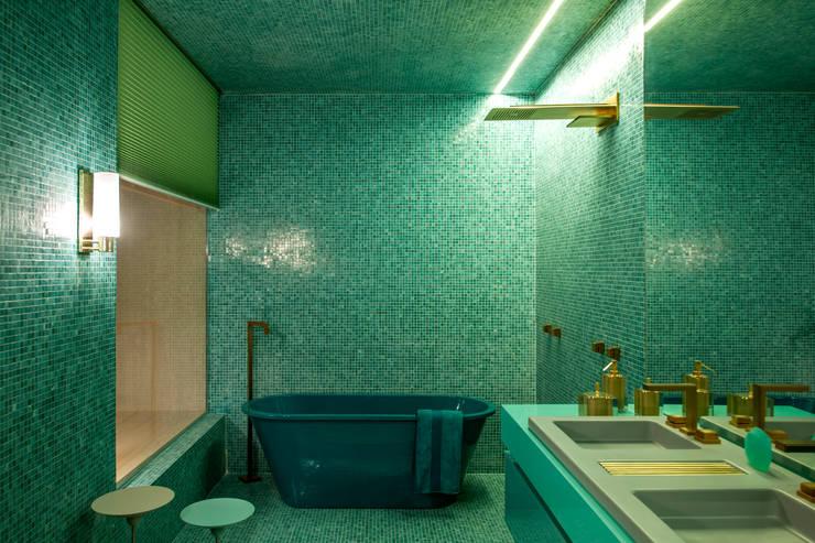 Casa cor 2015 - Acqua que te quero água: Banheiro  por Brunete Fraccaroli Arquitetura e Interiores