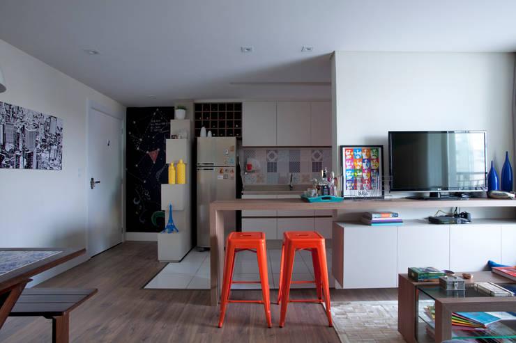 RESIDÊNCIA JO: Cozinhas  por UNION Architectural Concept