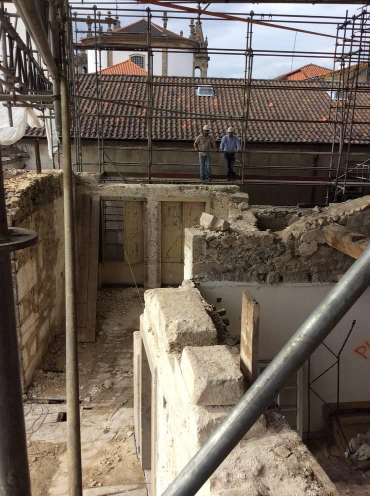Palácio do Raio, Centro interpretativo de memórias da Misericórdia de Braga: Casas  por Miguel Guedes arquitetos